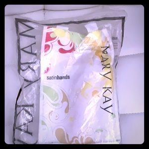 Mary Kay - Peach Satin Hands - New in Bag